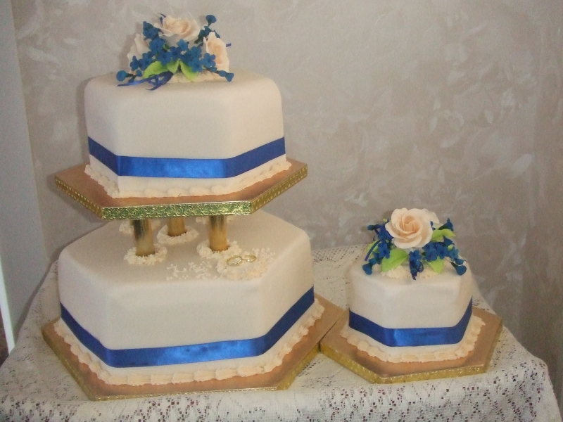 Adrienne Crawford-wedding cake -plus 2 40th birhtday cakes 17th Sempber ber 2016 005