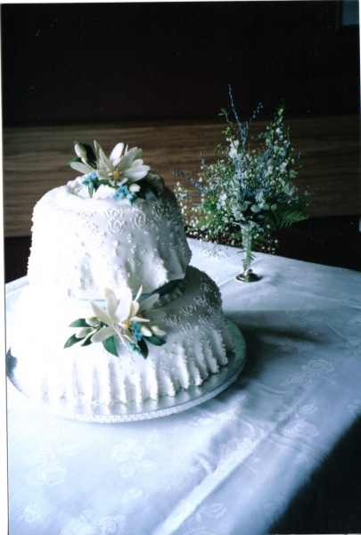 Gillian's 2 Tier Wedding Cake with over Frill