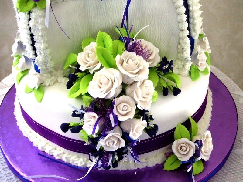 Maddie Grady- Hodge Wedding Cake -- Bottom Tier Floral Spray