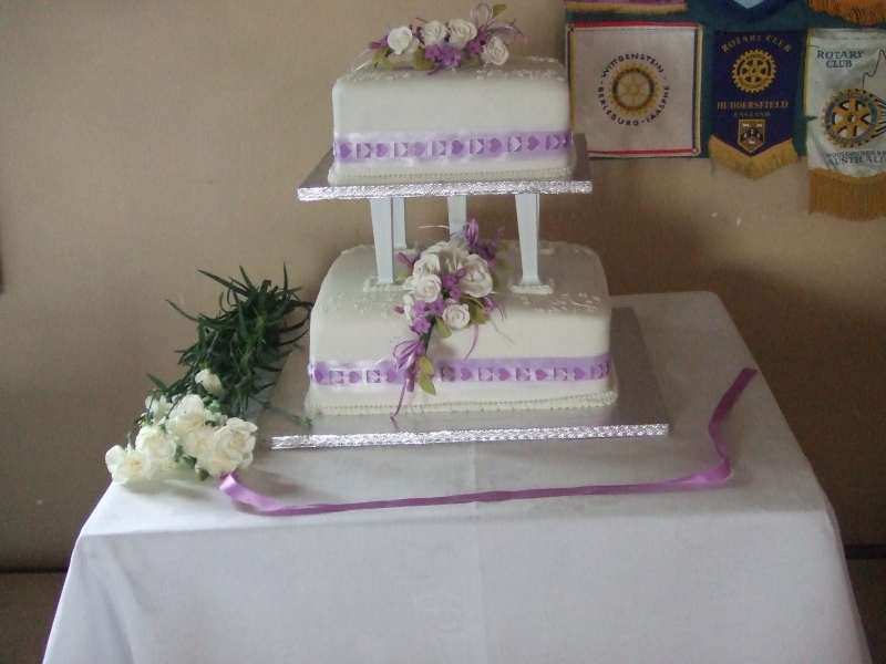 Jane's Traditional 2 Tier Wedding Cake