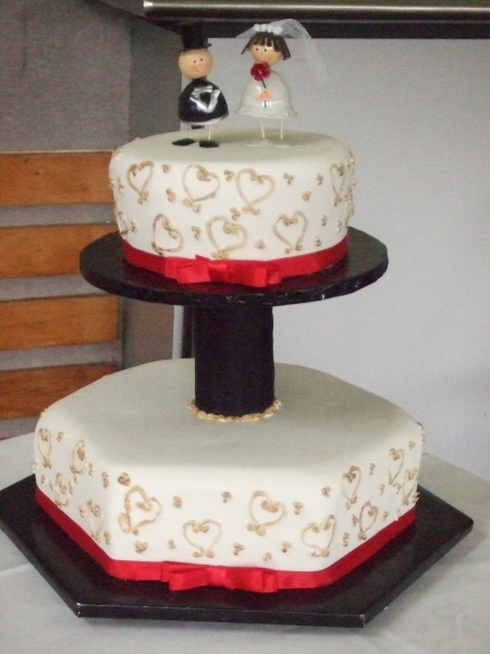 Jenny's 2 Tier Wedding Cake with Stand in Centre