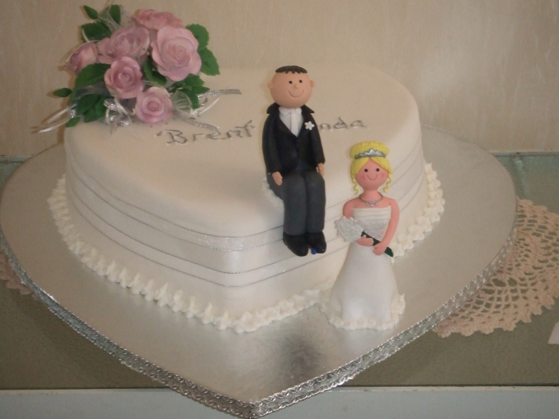 Lynda's One Tier Heart Traditional Wedding Cake