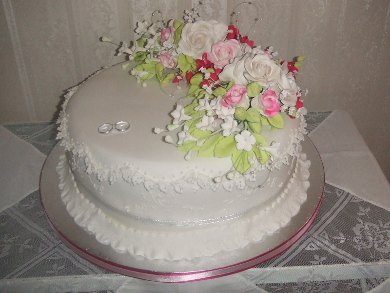 Linda's One Tier Round Fruit Cake Traditional Wedding Cake