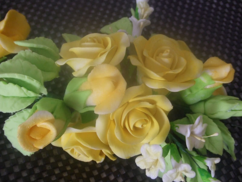 DSCF2943 Middle spray of roses in Lemon Glow