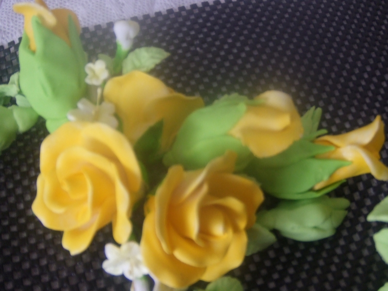 DSCF2944 top spary with large roses and buds in yellow