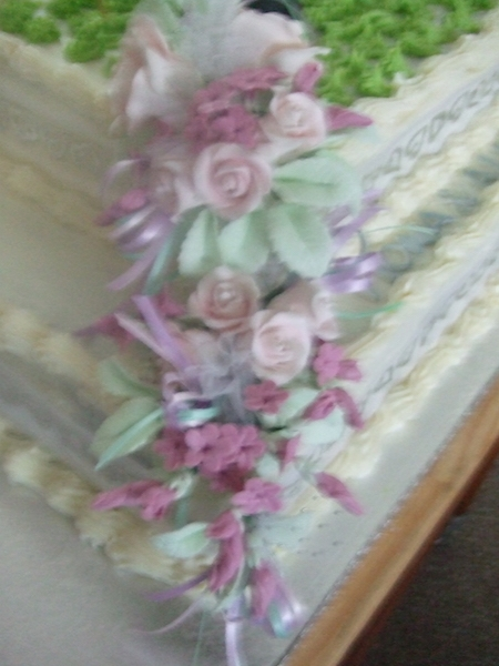 hand made flowers -Fiona & Allan's cake