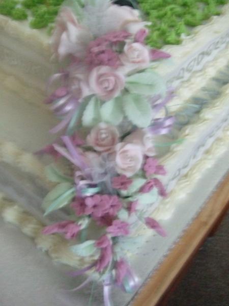 hand made flowers -Fiona & Allan's cake
